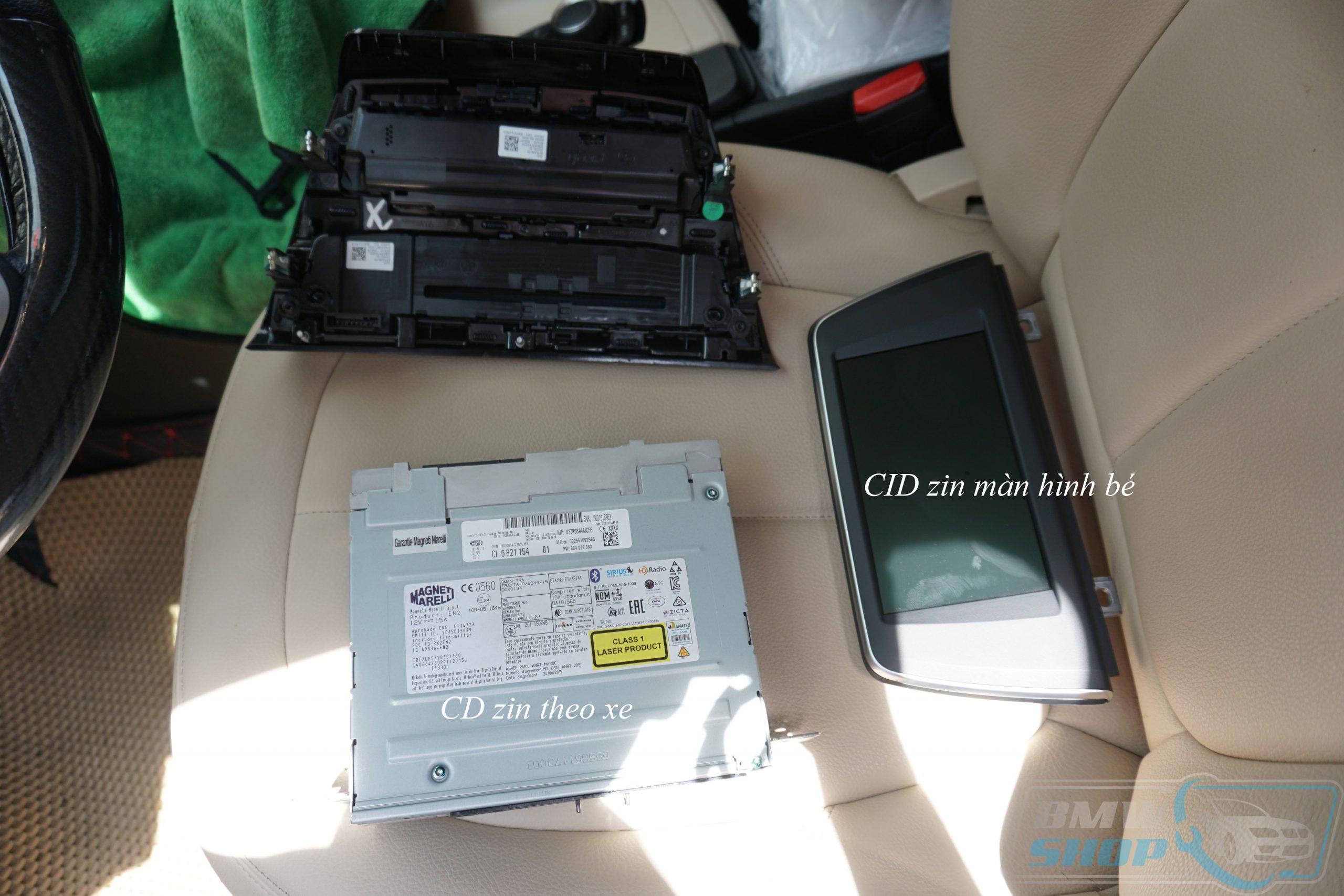 Đầu CD zin theo xe và màn hình nguyên bản sau khi tháo ra khỏi xe